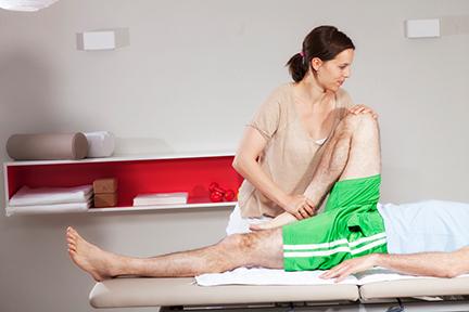 Britta Faller bei Physiotherapie